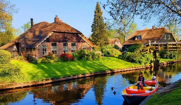 Ngôi làng Giethoorn yên bình, mộng mơ tựa cổ tích tại Hà Lan - Ảnh 1