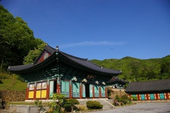Ngắm kiến trúc độc lạ của các ngôi chùa nổi tiếng ở Hàn Quốc - ảnh 1